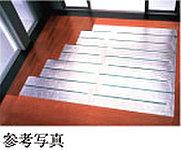 リビング・ダイニングには、東京ガスのTES温水床暖房を採用。温水を利用して足元から心地よく室内を暖め、理想的といわれる「頭寒足熱」を実現。