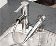 レバー操作ひとつで水量、温度調節可能なシングルレバー水栓を設置。※カートリッジ交換費用は別途お客様のご負担となります。