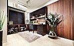 ゆったりとした時間を過ごせるプライベート空間と目的に応じて美しく整理できる、豊富な収納スペース。