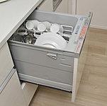 手間をかけず、効率よく食器類が洗浄でき、節水効果 にも優れた食器洗い乾燥機をご用意しました。楽な姿勢で食器の出し入れができます。