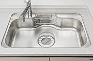 シンク底面に制振素材を貼ることで、シャワー水や食器がシンクに当たるときの耳障りな音を低減し、ご家族の団らんでの会話などに配慮しました。