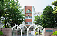 県立浦和第一女子高等学校 約1,300m(徒歩17分)