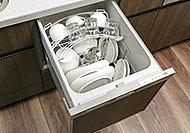 手間をかけず、効率よく食器類が洗浄でき、節水効果にも優れた食器洗い乾燥機をご用意しました。スライド式なので楽な姿勢で食器の出し入れができます