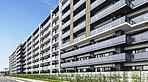 20,800m2を超えるの広大な敷地に、空地率約64%を確保したゆとりある配棟計画は、爽やかな風が吹き抜ける開放的な住環境を創出。さらに南向き中心の建物配置が住まいに豊かな陽光を取り込みます。