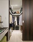 ゆとりの広さを備えた大型収納。数多くの衣類に加え、足元には引出しや衣装箱、シューズボックスなども収納することができます。※1