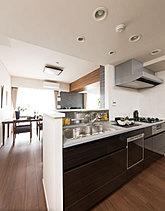 ※掲載の室内写真は、ライオンズ市川国府台レジデンス内のモデルルーム(1301号室・分譲済み)を平成27年8月に撮影したもので、実際の仕様とは異なります。また、家具・備品等に関しては配置例を示したもので販売価格には含まれません。