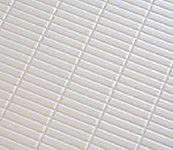 表面は滑りにくい微細なマット仕上げで、水の表面張力を壊す効果のある乾きやすい床を採用しています。
