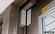 センサー設定時に開放を感知すると管理事務室およびL.O.G.(ライオンズ・オンライン・ガード)システムセンター、警備会社へ通報されます。※1