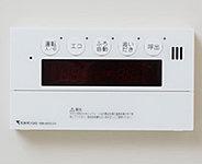 お湯張りから追い焚き、自動足し湯、保温までコントロールパネルのスイッチひとつで簡単に操作できる給湯システムです。(湯温・湯量を共に保ちます)