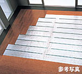 リビング・ダイニングに温水式床暖房を採用。ホコリを巻き上げる風を起こさず、足元からクリーンに暖めます。