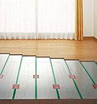 足元からお部屋を暖めるガス温水式床暖房。※リビングダイニングのみ