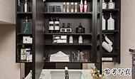 洗面用品や化粧品を整理しやすく、コットンやティッシュの箱も収まる奥行きを確保。
