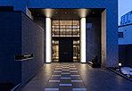 上質で品格のある迎賓空間。ホテルのロビーを思わせるエントランスホールは、高級感溢れる吹き抜けを有するデザイン。そこに住む人の様々な想いを包み込み、優雅な時間をプレゼンテーションします。