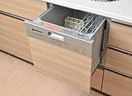 食器の出し入れがしやすい引き出し式。後片付けを簡単に済ませ食後は団欒を楽しめます。