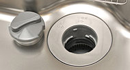 生ゴミをためずにその場で処理できるディスポーザを標準装備。臭いがこもらずキッチンはいつも快適、雑菌が発生しやすい季節でも衛生的です。