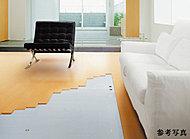 足元から室内を暖める床暖房。空気を汚さず、埃もたたないのでクリーンで健康的です。