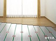 リビング・ダイニングにはホコリや塵を巻き上げず、足元から部屋全体を暖めるガス温水式床暖房を設置しています。※リビング・ダイニングのみ