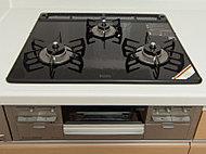 汚れがつきにくく、お手入れ簡単。温度調節機能、無水両面焼グリル付。