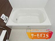 浴槽保温材と保温組フタのダブル保温構造でお湯が冷めにくい浴槽を採用。