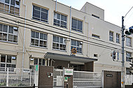 市立新高小学校 約350m(徒歩5分)