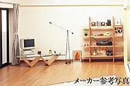 室内の空気を汚さず足元からの輻射熱による「頭寒足熱」の健康的な床暖房。足元からお部屋の空気全体をあたためるので快適です。