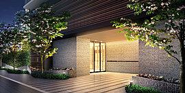 その奥に広がる静穏が滲みでる、フォーマルな門構え。自然の素材を質感豊かにデザイン。心斎橋にひとつの情景を綴るエントランス。ゆったりとしたアプローチの先に、邸宅の品位が薫るメインエントランス。