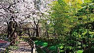 嶺白山神社 約100m(徒歩2分)