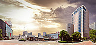 横浜駅西口バスロータリー 約600m(徒歩8分)平成27年5月撮影