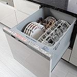 食器をスムーズに出し入れすることができるスライド式。除菌洗浄・除菌乾燥を行うため清潔です。