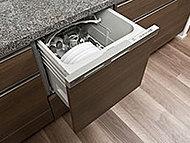多くの食器を一度にムラなく洗え、後片付けの手間を軽減するビルトインタイプの食器洗い乾燥機を設置しました。