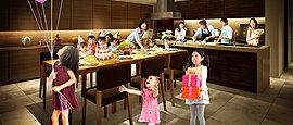 スーパーキッチンの元で料理教室が行われるパーティルーム