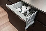 熱湯洗浄後、熱風で食器の隅々まで乾燥。家事の手間を省きます。