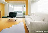 ふく射熱によって足元から優しく温める床暖房。空気を汚さないので、安全で健康的です。