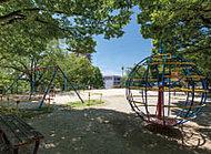 西一社第二公園 約30m(徒歩1分)