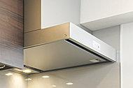 レンジフードは、すっきりとしたデザイン。整流板がついているため、油汚れなどのお手入れが簡単です。