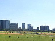 多摩川河川敷 約590m(徒歩8分)