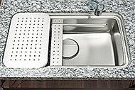 上段やミドルスペースにプレートを設置し、広い調理スペースを実現します。