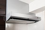 操作スイッチをマグネットで好きな場所に移動可能。汚れやすい整流板は、清掃性に優れたホーローです。