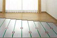 足元から室内をやさしく暖める床暖房を全邸のリビング・ダイニングに導入しました。
