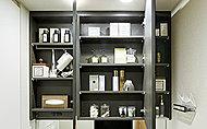 洗面化粧台に化粧品など必要なものがすっきり収まり、毎日の生活にとても便利です。
