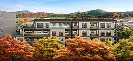 「プラウド京都白川通」は、集合邸宅ならではの建築美とともにその機能も磨き上げています。安心・安全を見つめた建築構造や先進の設備・仕様はもちろん、防犯、防災を見据えたセキュリティなど、この地のレジデンスにふさわしい住み心地を追求しています。