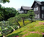 旧古河庭園 約410m(徒歩6分)2016年4月撮影