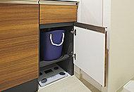 浴槽内にステップを設け半身浴も楽しめる、ステップ付ワイド浴槽。