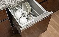 手洗いに比べ、節水でき、高温洗浄で油汚れもスッキリ。いろんな食器がセットしやすいスマートカゴを搭載して、セット前の種類分けもラクに。
