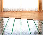 カラダに優しく、心地よい室温を保つ「TES温水式床暖房システム」を全戸のリビング・ダイニングに導入しています。