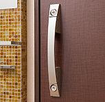 玄関ドアの2カ所に鍵穴を設けたダブルロックで防犯効果を高めています。