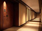 エレベーターと各邸の玄関を結ぶ廊下は、ホテルのような静けさが広がる内廊下に。居室の窓が廊下とも接しない。