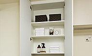 タオル類や洗剤などをしまっておけるリネン庫を設置しました。