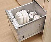 高温スチームで汚れを浮かせて落とす食器洗い乾燥機を標準でビルトイン。水・電気・洗剤の節約を考慮した、環境にやさしい仕様です。