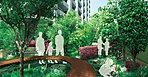 駅とつながる3階部分に設えた緑豊かなガーデン。各ゾーンの境界は単に区切るのではなく植栽の種類や配置に工夫を施し景観が徐々に切り替わるように展開させています。内と外、公と私が緑によって連鎖する心地よい街並風景を描きます。
